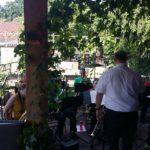 Fanfareband speelt LIVE muziek...